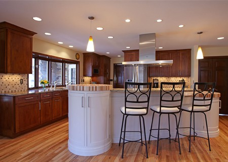 bar included in kitchen