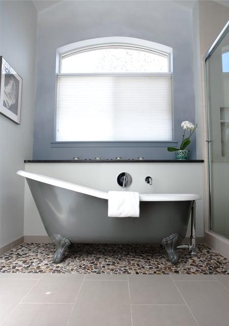 classic bath tub in modern bath