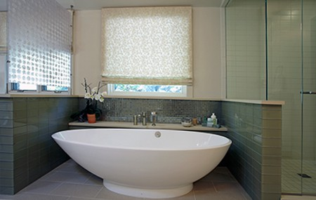 separated soaking tub