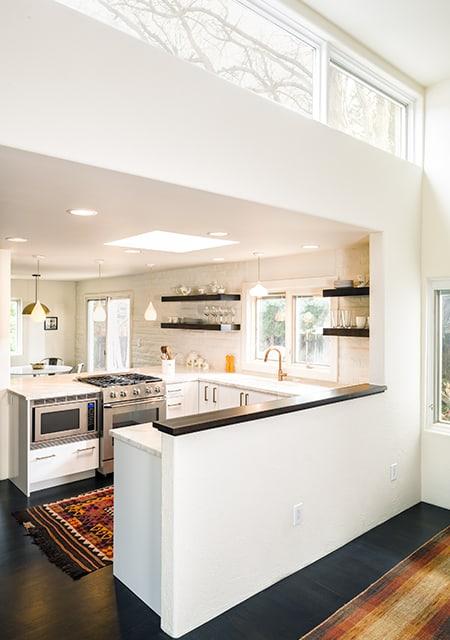 U-formed kitchen